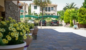 Michel Mar Studios Apartments Paradisos Neos Marmaras Halkidiki garden-010